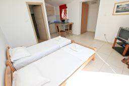 Студия (гостиная+кухня). Бечичи, Черногория, Бечичи : Современная студия с балконом с видом на море