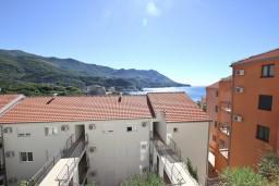 Вид. Бечичи, Черногория, Бечичи : Современная студия с балконом с видом на море