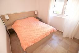 Спальня. Бечичи, Черногория, Бечичи : Современный апартамент для 3-4 человек, 2 отдельные спальни