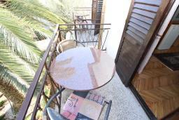 Балкон. Будванская ривьера, Черногория, Будва : Комната для 2 человек, с балконом, 70 метров до моря