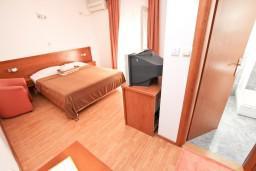 Спальня. Будванская ривьера, Черногория, Будва : Комната для 2 человек, с балконом