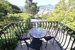 Балкон. Будванская ривьера, Черногория, Святой Стефан : Апартамент для 4-6 человек, 2 отдельные спальни, с балконом с видом на море