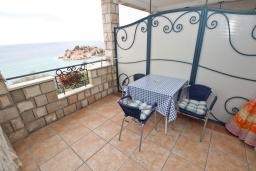 Балкон. Будванская ривьера, Черногория, Святой Стефан : Комната на 3 персоны, с балконом видом на море