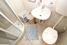 Ванная комната. Будванская ривьера, Черногория, Святой Стефан : Комната на 2 персоны, с балконом видом на море