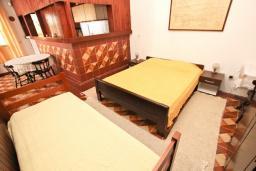 Студия (гостиная+кухня). Будванская ривьера, Черногория, Риека Режевичи : Большая студия для 3 человек, с террасой с видом на море