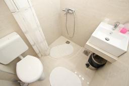 Ванная комната. Будванская ривьера, Черногория, Риека Режевичи : Студия для 2-3 человек, с террасой с видом на море
