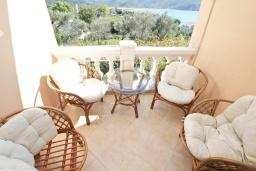 Балкон. Будванская ривьера, Черногория, Булярица : Апартамент для 4-5 человек, с 2-мя отдельными спальнями, с 2-мя ванными комнатами, с балконом с видом на море, 100 метров до пляжа