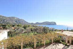 Вид на море. Будванская ривьера, Черногория, Булярица : Апартамент для 4-5 человек, с 2-мя отдельными спальнями, с 2-мя ванными комнатами, с балконом с видом на море, 100 метров до пляжа