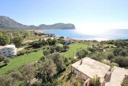 Вид на море. Будванская ривьера, Черногория, Булярица : Апартамент для 8 человек, с большой гостиной, с 3-мя отдельными спальнями, с 2-мя ванными комнатами, с 2-мя длинными балконами с шикарным видом на море, 100 метров до пляжа