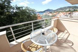 Балкон. Рафаиловичи, Черногория, Рафаиловичи : Апартамент с отдельной спальней, с балконом с видом на море