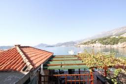 Вид на море. Будванская ривьера, Черногория, Пржно : Комната для 3-4 человек, с общей террасой с шикарным видом на море, возле пляжа