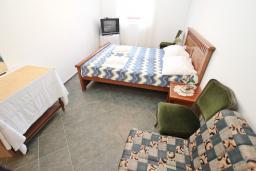 Студия (гостиная+кухня). Будванская ривьера, Черногория, Пржно : Студия с общей террасой с шикарным видом на море, возле пляжа