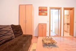 Гостиная. Будванская ривьера, Черногория, Бечичи : Апартамент с отдельной спальней, с террасой