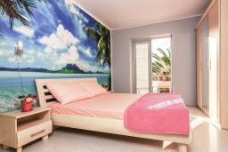 Спальня. Рафаиловичи, Черногория, Рафаиловичи : Апартамент для 4-6 человек, с 2-мя отдельными спальней, 30 метров до пляжа