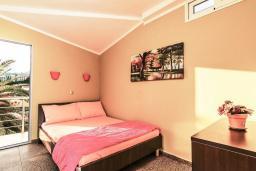 Спальня 2. Рафаиловичи, Черногория, Рафаиловичи : Апартамент для 4-6 человек, с 2-мя отдельными спальней, 30 метров до пляжа