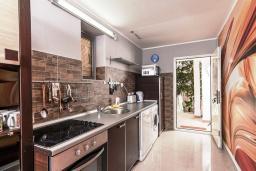 Кухня. Рафаиловичи, Черногория, Рафаиловичи : Апартамент для 4-6 человек, с 2-мя отдельными спальней, 30 метров до пляжа