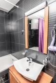 Ванная комната. Рафаиловичи, Черногория, Рафаиловичи : Апартамент для 4-6 человек, с 2-мя отдельными спальней, 30 метров до пляжа