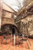 Терраса. Боко-Которская бухта, Черногория, Котор : Апартамент для 6-8 человек, с 3-мя отдельными спальнями, с просторной гостиной, с ванной комнатой с джакузи, с большой террасой