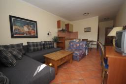 Гостиная. Бечичи, Черногория, Рафаиловичи : Апартамент №16 с отдельной спальней и частичным видом на море (АРР 04/SS)