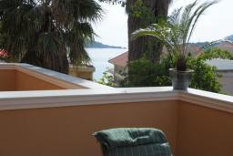 Балкон. Бечичи, Черногория, Рафаиловичи : Апартамент №16 с отдельной спальней и частичным видом на море (АРР 04/SS)