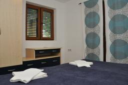 Спальня. Бечичи, Черногория, Рафаиловичи : Апартамент №18 с отдельной спальней и террасой (АРР 04/garden)