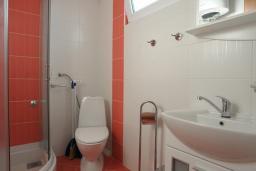 Ванная комната. Бечичи, Черногория, Бечичи : Апартамент с отдельной спальней и частичным видом на море (№6 APP 03+1/SS)