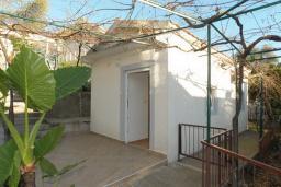Терраса. Бечичи, Черногория, Бечичи : Двухместная студия с видом на сад (№4 Studio 02 garden)