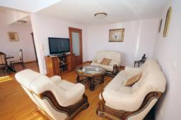 Гостиная. Бечичи, Черногория, Будва : Апартамент с 2-мя спальнями (APP 04+1)
