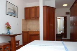 Студия (гостиная+кухня). Бечичи, Черногория, Будва : Студио с балконом (№3 Studio 02)