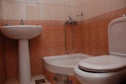 Ванная комната. Бечичи, Черногория, Будва : Студио с балконом (№3 Studio 02)