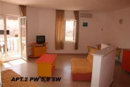 Гостиная. Будванская ривьера, Черногория, Петровац : Апартамент с отдельной спальней на втором этаже (№5 APP 03+2)