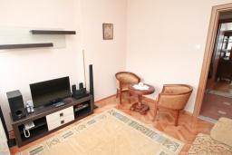 Спальня. Боко-Которская бухта, Черногория, Котор : Апартамент для 4 человек, с 2-мя отдельными спальнями