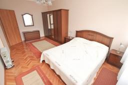 Спальня 2. Боко-Которская бухта, Черногория, Котор : Апартамент для 4 человек, с 2-мя отдельными спальнями