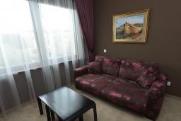 Гостиная. Бечичи, Черногория, Будва : Люкс с двумя односпальными кроватями