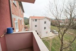 Балкон. Продается квартира в Каваце. 72м2, гостиная, 2 спальни, 2 балкона, 2.5 км до моря, цена - 75'000 Евро. в Каваче