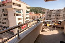 Балкон. Будванская ривьера, Черногория, Будва : Современная студия с большим балконом