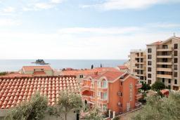 Вид на море. Будванская ривьера, Черногория, Петровац : Современная вилла с 2-мя просторными гостиными, с 7-ю отдельными спальнями, с 5-ю ванными комнатами, с зеленой территорией, с бетонной террасой с видом на сад, с балконами с видом на море, Wi-Fi