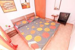 Студия (гостиная+кухня). Будванская ривьера, Черногория, Будва : Студия с террасой в 500 метрах от моря