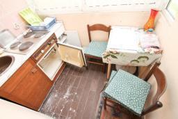 Кухня. Продается 3-х этажный дом в Будве. 491м2, гостиная, 7 спален, 5 ванных комнат, большой двор, 350 метров до моря, цена - 850'000 Евро. в Будве
