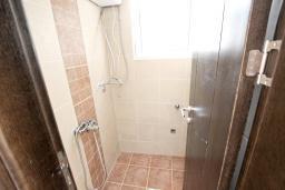 Ванная комната. Продается современный дом в Кримовице. 378м2, большая гостиная, 3 спальни, 2 ванные комнаты, бассейн, камин, огромная терраса с шикарным видом на море, 2км до пляжа, цена - 450'000 Евро. в Кримовице