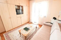 Спальня. Продается квартира в Петроваце. 50м2, гостиная-кухня, 2 спальни, 30 метров до моря, цена - 110'000 Евро. в Петроваце