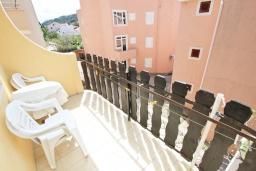 Балкон. Будванская ривьера, Черногория, Петровац : Апартамент с отдельной спальней, с балконом