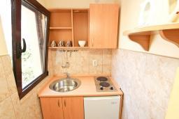 Студия (гостиная+кухня). Будванская ривьера, Черногория, Петровац : Студия для 3 человек, с балконом