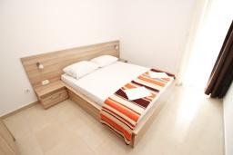 Спальня 2. Будванская ривьера, Черногория, Петровац : Апартаменты на 5-7 человек, 2 спальни, 2 балкона