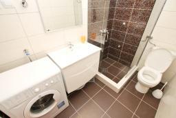 Ванная комната. Будванская ривьера, Черногория, Петровац : Апартаменты на 5-7 человек, 2 спальни, 2 балкона