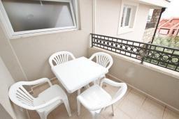 Балкон. Будванская ривьера, Черногория, Петровац : Апартаменты на 5-7 человек, 2 спальни, 2 балкона