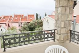 Вид на море. Будванская ривьера, Черногория, Петровац : Апартамент с отдельной спальней, с балконом