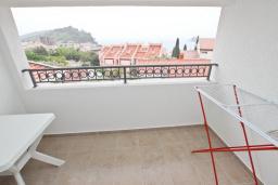 Балкон. Будванская ривьера, Черногория, Петровац : Апартаменты на 2-4 персоны, с отдельной спальней, с балконом с видом на море