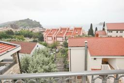 Вид на море. Будванская ривьера, Черногория, Петровац : Апартаменты на 2-4 персоны, с отдельной спальней, с балконом с видом на море