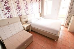 Спальня. Бечичи, Черногория, Бечичи : Комната для 2-3 человек